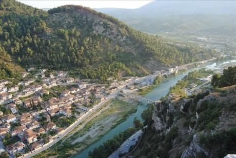 Берат как один из двух албанских городов, достойных интереса