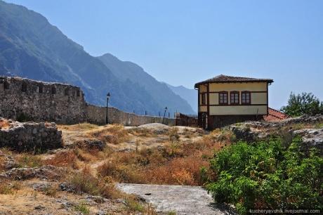 Крепость Круя возле Тираны