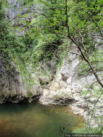 Рядом с Шкоцанскими пещерами