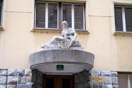 Скульптура и барельефы в Словении