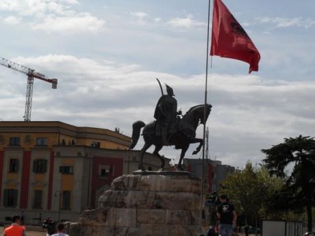 Вива, Албания!