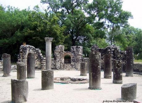 Бутринт: баптистерий, базилика, замок