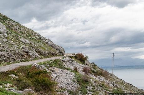 Балканы 2012. Старая дорога с видом на Албанию