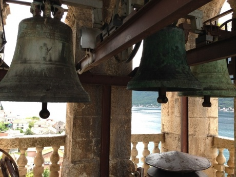 Вид на Пераст с колокольни у Боко-Которского залива