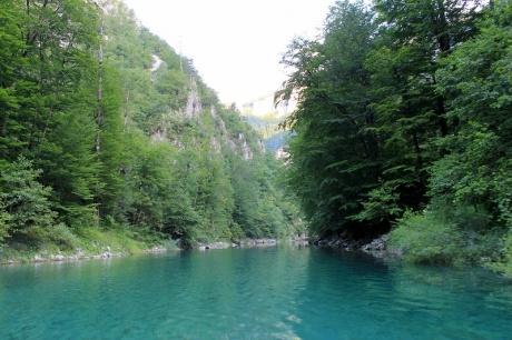 Прогулка по каньону Пивского озера в Черногории