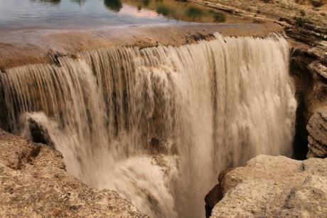 Водопад и ресторан Niagara в Черногории