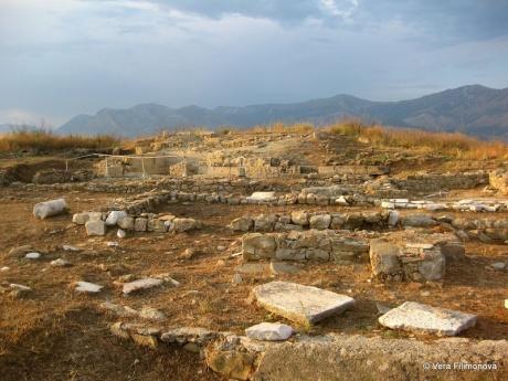 Руины Фоинике (Foinike) в деревне Финич (Finiq)