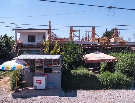 Албания. По дороге в страну бункеров, разрухи и нестабильности.