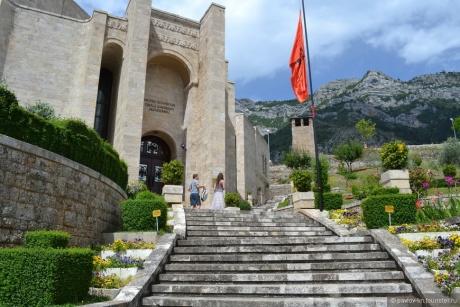 Один день в Албании