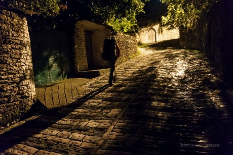 Албания. Ночь на кладбище и теплая Тепелена .