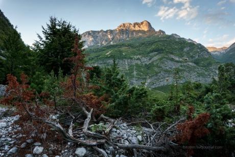 Албания. Деревушка в горах.