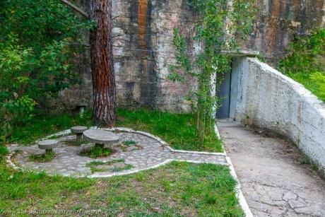 Торжество коммунистической паранойи: гигантский бункер в Тиране