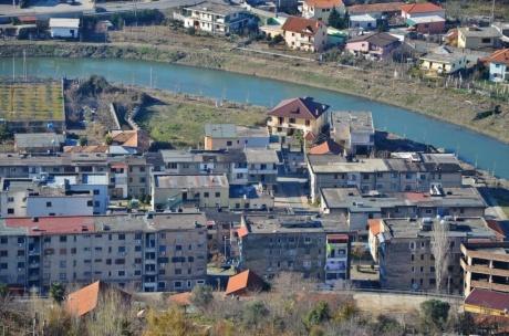 Чем отличается албанская (дыра) от российской?