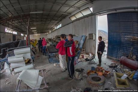 Треш-фабрика детских игровых площадок в Албании