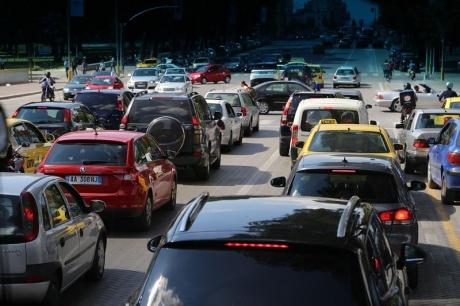 Отмороженное дорожное движение Албании
