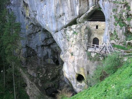 Из Постойнской пещеры в Предъямский замок