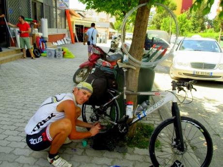 По Албании на велосипеде.