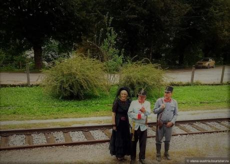 На ретро-поезде вдоль реки Соча, да ещё и с песней !