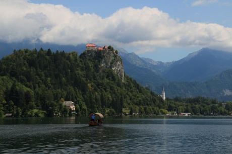 Крутые горы, бирюзовые водопады, чистейшие озера. День - 2.