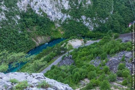 Дорога между Боснией и Черногорией - одна из красивейших границ